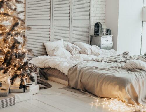 Weihnachtsdekoration im Schlafzimmer